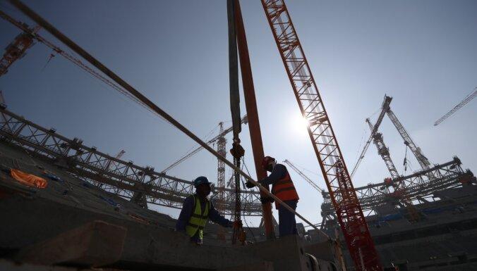 Pētījums: Katarā būvniecībā pirms Pasaules kausa bojā gājuši vairāk nekā 6500 viesstrādnieku