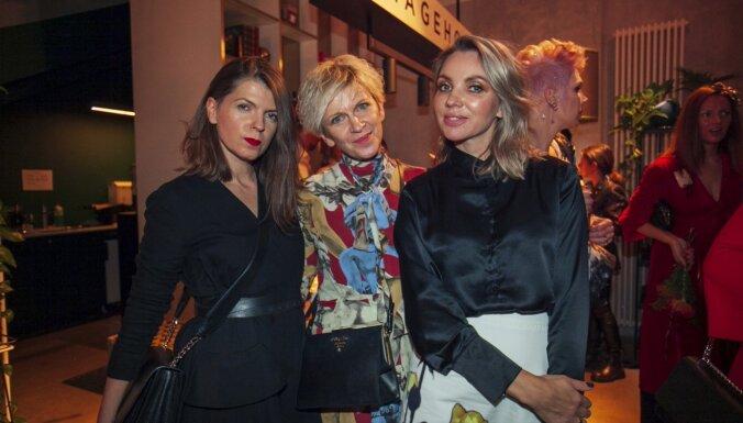 Foto: Rīgas modes nedēļas viesi sacenšas elegancē