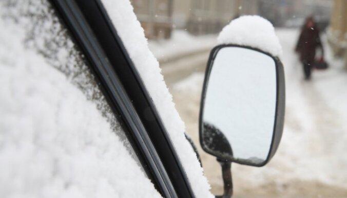 Вниманию автовладельцев: за не очищенную от снега машину грозит штраф в 350 евро