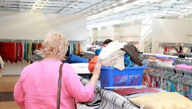 После Пасхи смягчат ограничения в образовании и откроют маленькие магазины