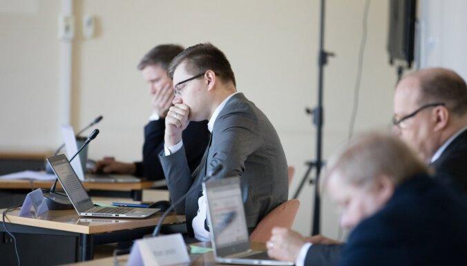 Iesalnieks izsprūk no soda par retvītošanu; koalīcijas kolēģu viedokļi dalās