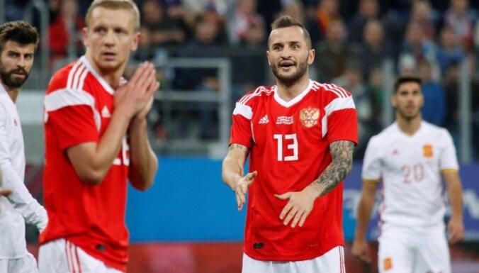 ВИДЕО: Российские футболисты забили три мяча испанцам, но потеряли вратаря