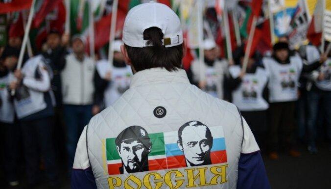 Kadirova Čečenijā valda 'pilnīga šizofrēnija', konstatē režisore