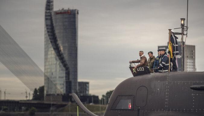 ФОТО: Пабрикс прокатился на прибывшей в Ригу немецкой военной подлодке U-33