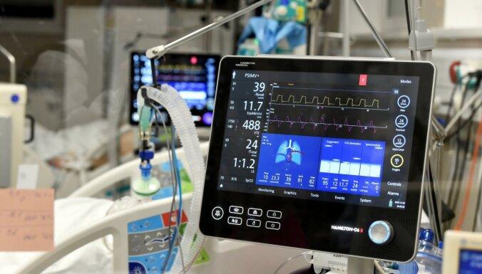 Stacionēto Covid-19 pacientu skaits slimnīcās sarucis līdz 986