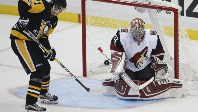 Чемпионат НХЛ: Малкин и Овечкин забросили по шайбе, Ягр обошел великого Хоу