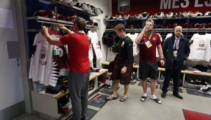 ФОТО: Как выглядит раздевалка сборной Латвии на чемпионате мира в Братиславе
