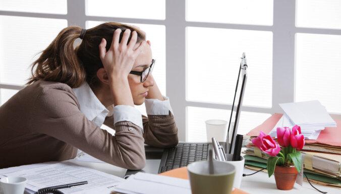 sieviete stress birojs darbs