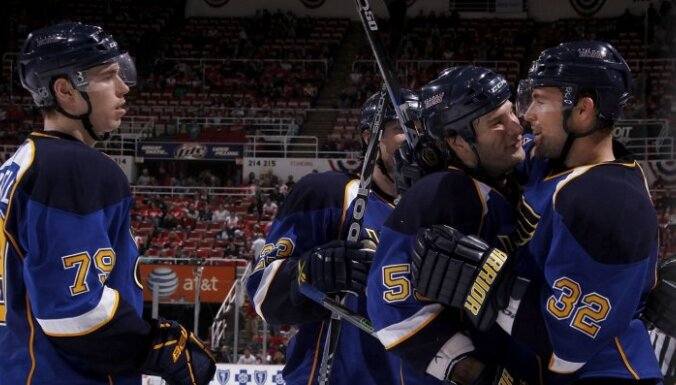 Россиянин Яшкин забросил первую шайбу в НХЛ