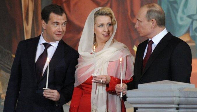 Медведев о здоровье Путина: жив-здоров, и слава Богу