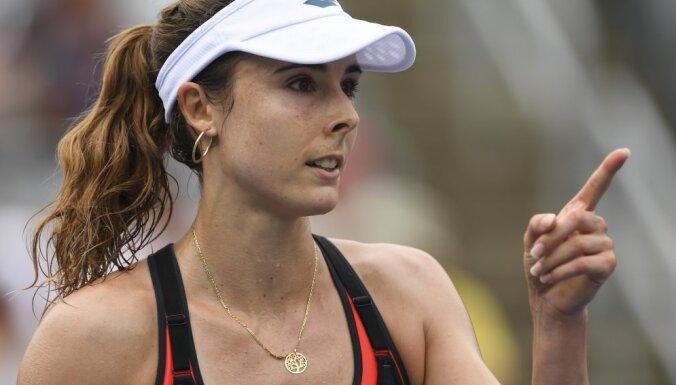 Француженка Корне сняла майку на корте и изменила правила тенниса