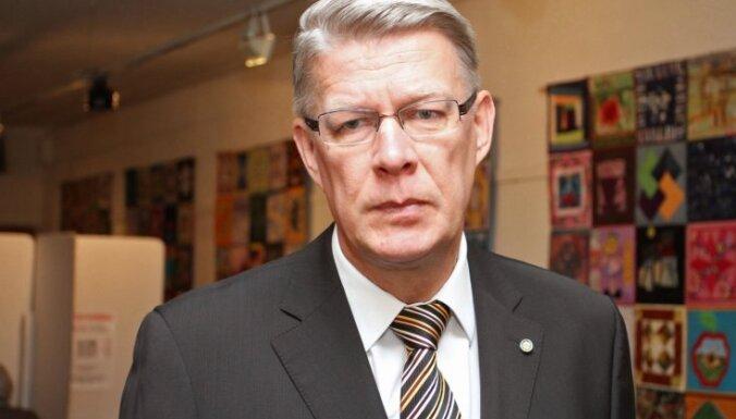 Zatlers: Mūrnieces atkāpšanās ir pozitīvs piemērs amatpersonas atbildībai par savu sektoru