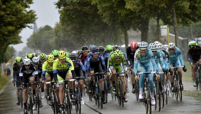 Būms pārtrauc Nīderlandes riteņbraucēju ilgo gaidīšanu pēc uzvaras 'Tour de France' posmā