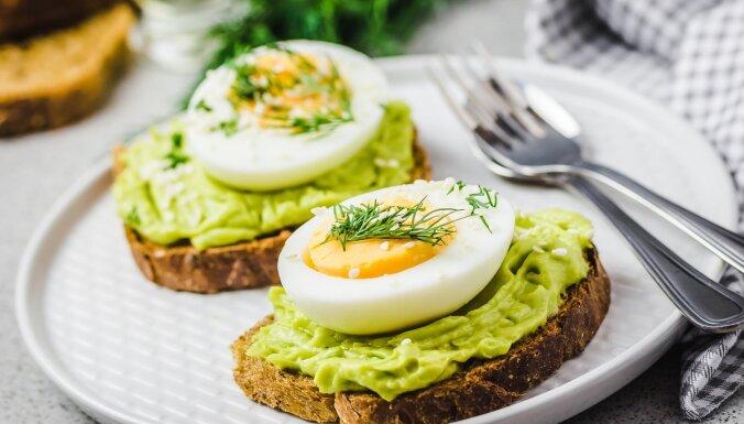 Brokastu maizītes ar olām un avokado krēmu