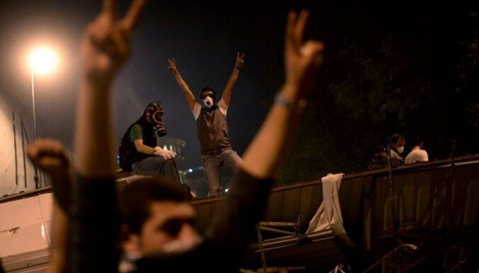 Turcijas protestētāji noraida premjera 'pēdējo brīdinājumu'