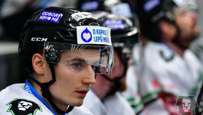 Bičevskim gūti vārti pret bijušo 'Dinamo' vārtsargu Sedlāčeku