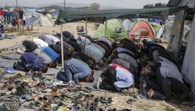 Grieķija imigrantiem: 'mēs jūs mīlam, bet jums ir jādodas prom'