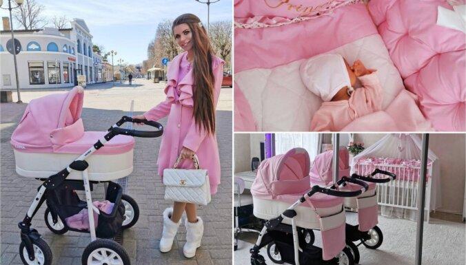 Foto: Krāšņā TV šovu veterāne Jeļena meitiņu audzina rozā pasaulē