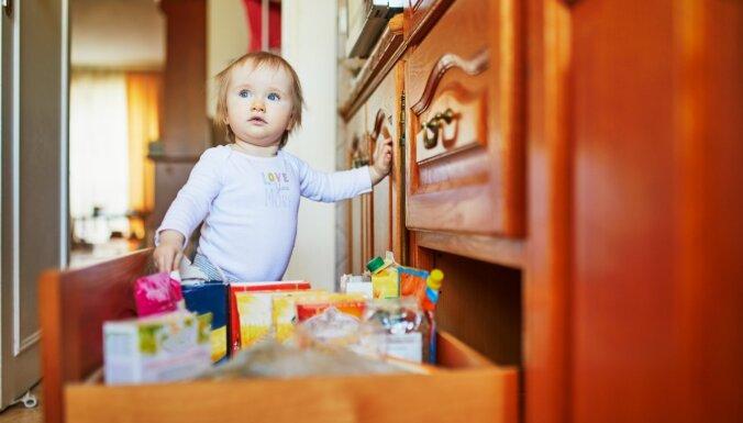 5 вещей, которые вы никогда не должны хранить в нижних кухонных шкафчиках