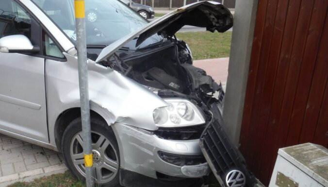 Opel и VW не поделили дорогу: машина разбита, обошлось без пострадавших