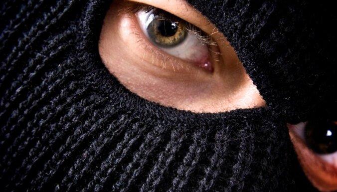 Tiesai nodota lieta par sievietes nolaupīšanu Jelgavā