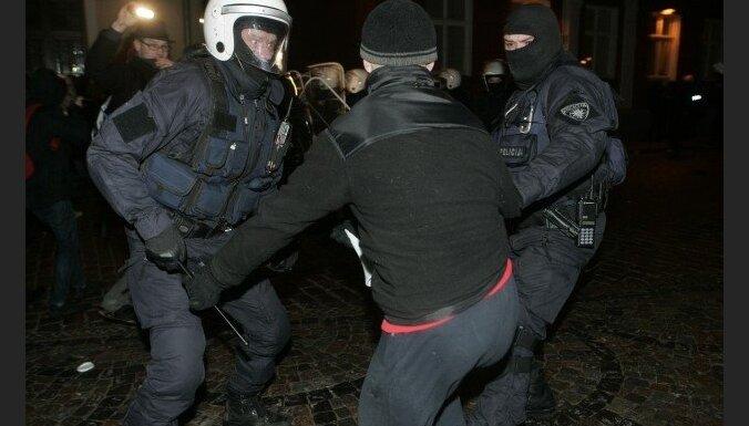Кюзис: в случае беспорядков в Латвии полиция сразу применит силу