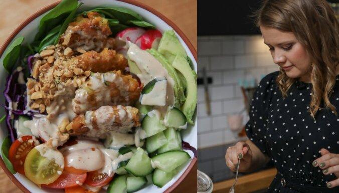 'Našķoties' Zanes dārzeņu salāti ar turku zirņu plācenīšiem