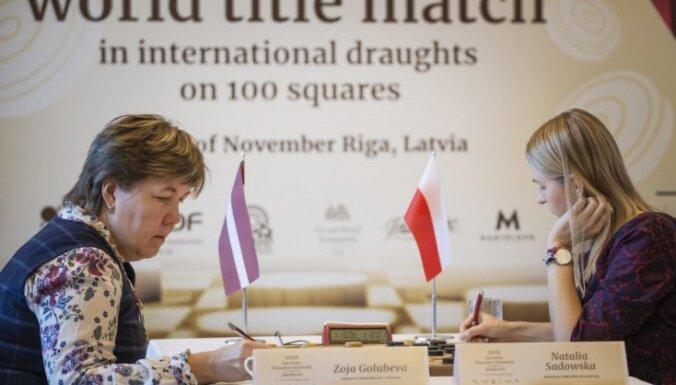 Latvijas dambretiste Golubeva zaudē cīņā par pasaules čempiones troni