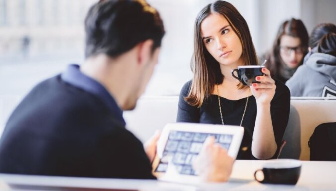 Kaitinošs sarunu biedrs: nelāgi ieradumi, kas apkārtējos raisa nepatiku