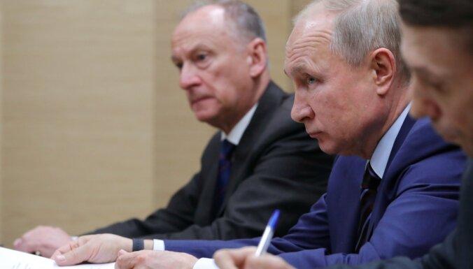 """Путин заявил, что его поправки в конституцию РФ """"продиктованы жизнью"""", а не желанием задержаться у власти"""