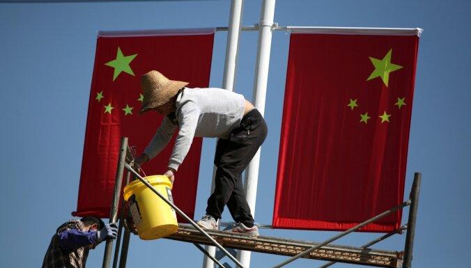 Viļņas pašvaldība gatavojas novākt komunistiskās Ķīnas 70. gadadienas svinību reklāmas