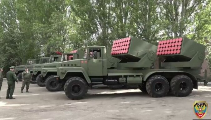 'Čeburaška' un 'Sņežinka' – Doņeckas separātisti demonstrē pašu ražotos ieročus; eksperti skeptiski