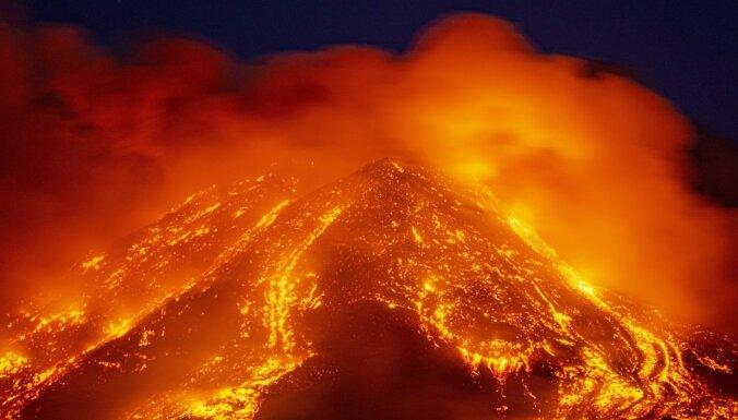 На Сицилии извергается вулкан Этна (фото, видео)