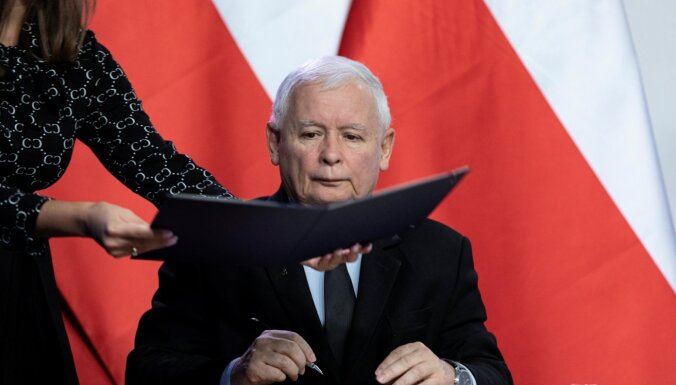 Polijas valdošā partija paraksta jaunu koalīcijas līgumu ar partnerēm