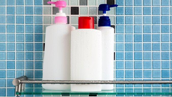 Lasītāja vaicā: kurā atkritumu konteinerā likt šampūna un veļas mazgājamā līdzekļa pudeles