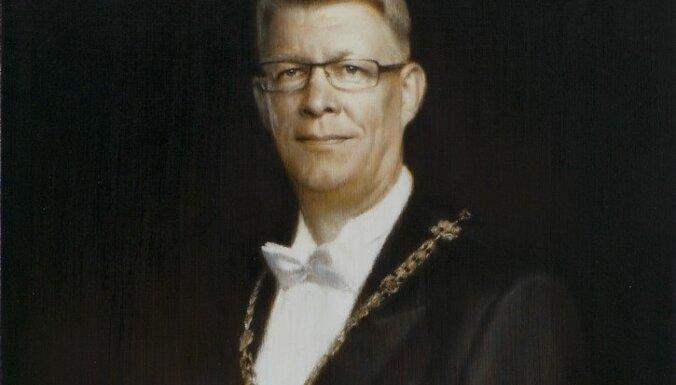 Официально представлен портрет Валдиса Затлерса