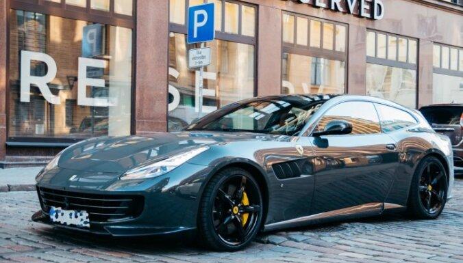 ФОТО. В Латвии замечен новый Ferrari за 300 тыс. евро: владелец - фирма, не ведущая деятельность