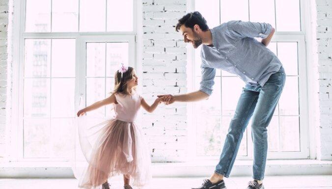 Es pārāk daudz kliedzu: tēvi drosmīgi atklāj, ko būtu darījuši citādāk