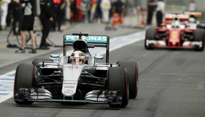 Хэмилтон в Мельбурне завоевал 50-й поул в карьере Формулы-1