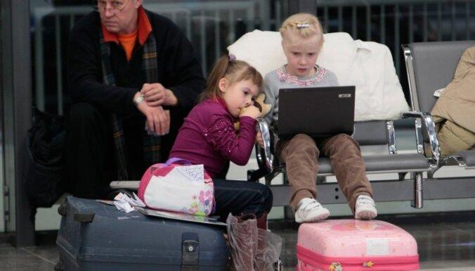Prokuratūra: Maskavas lidostas pārkāpj pasažieru tiesības un aviācijas noteikumus
