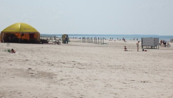 Par netiklām darbībām bērnu klātbūtnē Liepājas pludmalē aiztur vīrieti