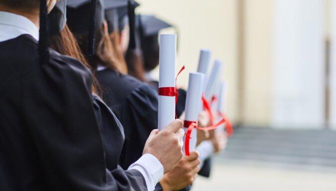 Исследование: средний выпускник университета спустя два года получает 16 тысяч евро в год