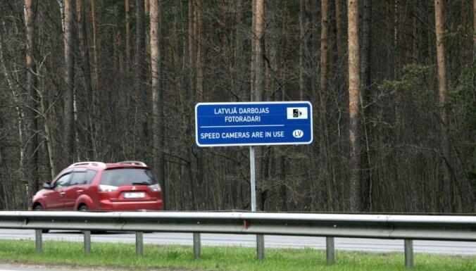 """Фоторадаров в Латвии может стать вдвое больше, они начнут """"ловить"""" и нарушителей на светофорах"""