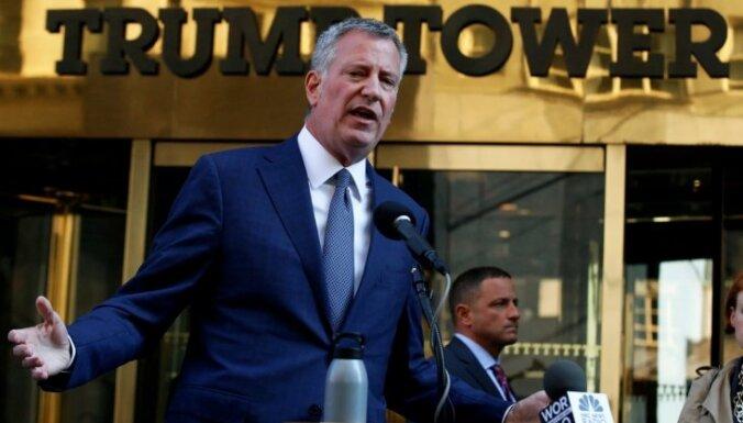 Ņujorkas mērs paziņojis Trampam, ka aizsargās nelegālos imigrantus