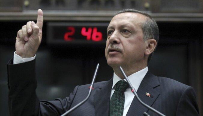 Publiskots vēl viens ar korupcijas skandālu saistīts Turcijas premjera sarunu ieraksts