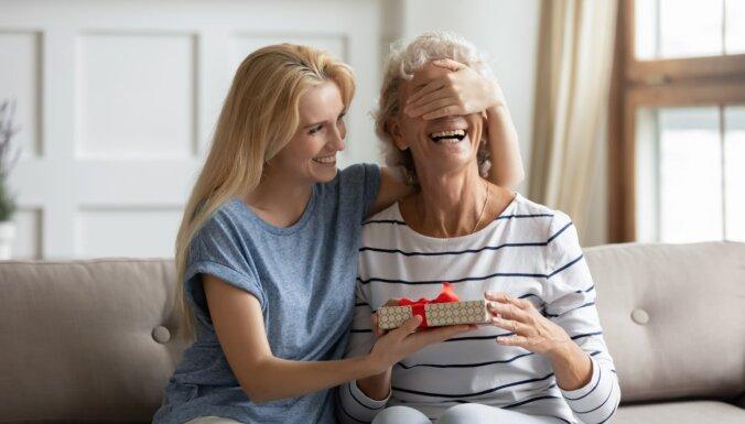 Kā padarīt Māmiņdienu neaizmirstamu? Iesaka 'Dāvanu Serviss' eksperti