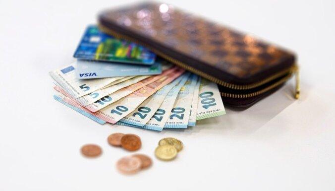 Kredītņēmēji turas pretī krīzei; atlikto kredītmaksājumu skaits sarūk
