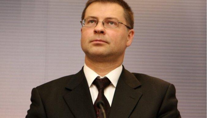 Домбровскис не видит проблем в своевременном принятии бюджета