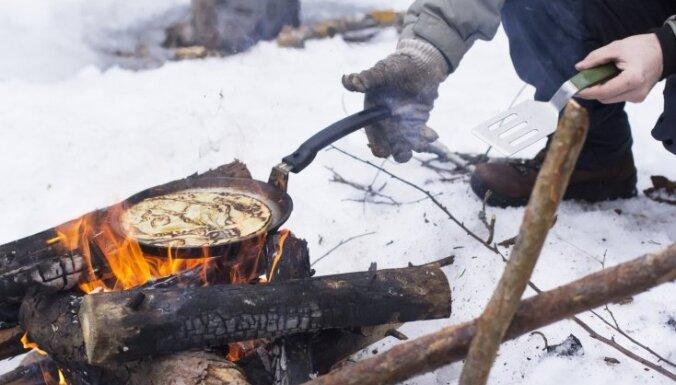 Pret vairākiem jauniešiem sāk pārkāpuma procesus par pulcēšanos pie ugunskura
