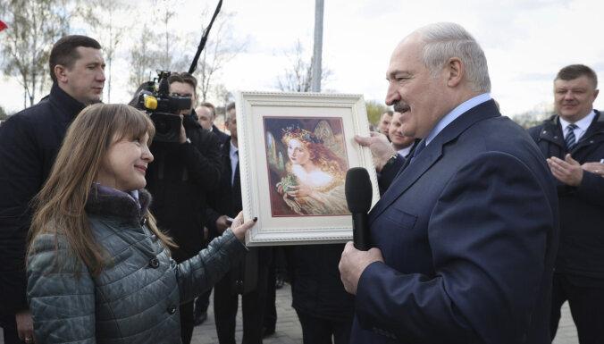 """Неделя в Беларуси: """"покушение на Лукашенко"""" обрастает подробностями, Тихановская просит помощь у Австрии"""